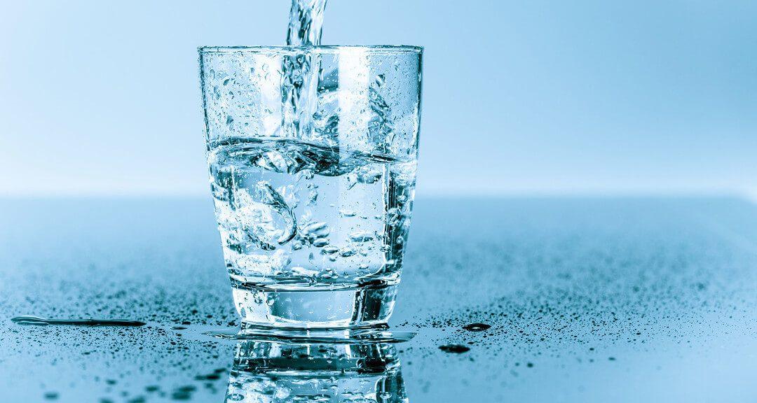El agua alcalina y sus beneficios